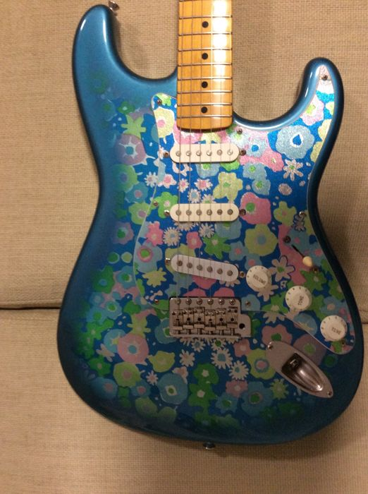 Fender Stratocaster 'Blue Flower' Made in Japan from 1993/1994 Special  edition with hard case - serial number p092074 - Catawiki