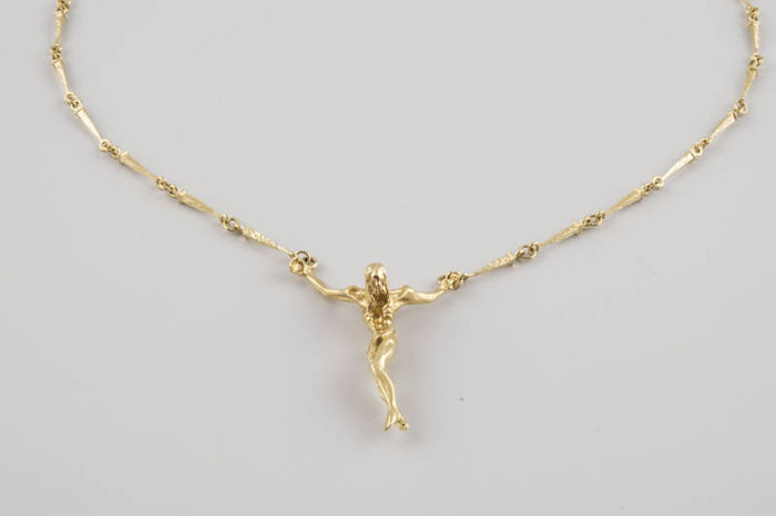 Gold necklace with nail-shaped links, with integrated Christ pendant