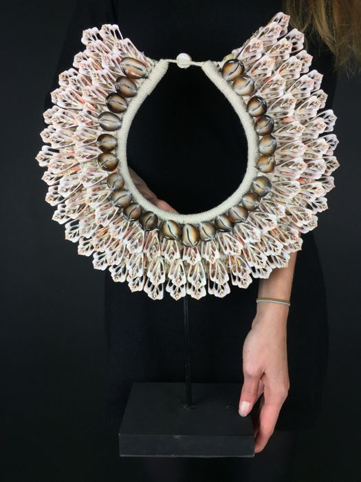 Decorative shell necklace on a stand - Papua New Guinea - 21st century