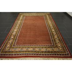 Magnificent handwoven Oriental palace carpet, Sarough Mir, 190 x 240 cm, made in India. High-quality highland wool
