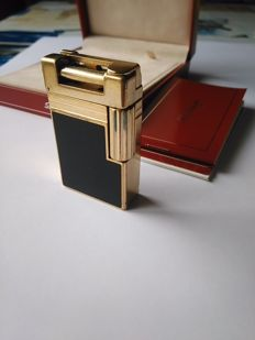 S.T DUPONT lighter URBAN line - black Chinese lacquer and gold plated