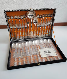 Old cutlery box with 51 pieces silver plated flatware