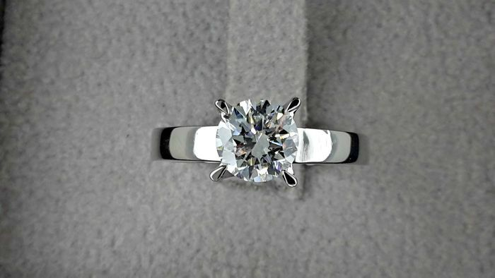 0.98 ct D/VS2 round treated diamond ring 18 kt gold - size 7,5