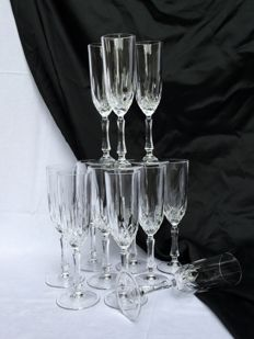Twelve exceptionally beautiful cut crystal champagne flute glasses set __ Cristal Royal Rock approximately 1990 Italy