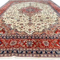 "Tabriz - 331 x 235 cm.  - ""Large Persian carpet - Eye-catcher in mint condition"" - With certificate."