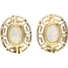 14 kt - Yellow gold earrings with a Greek pattern, each set with an oval, cabochon cut white opal - Length: 16 mm x Width: 13.5 mm