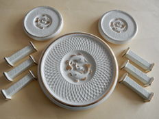 Very beautiful Art Deco set beige and gold - with very nice patterns of fish - 1 trivet - 2 coasters - 6 knife holders - France