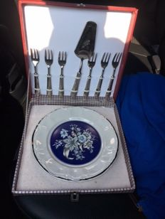 Old rare La S. Marco 1 porcelain cake dish, 6 silver plated cake forks and a silvered cake server