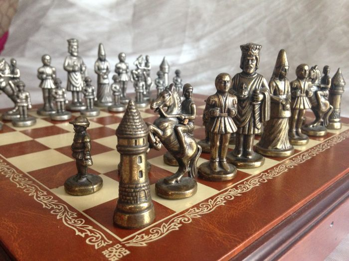 Catholic Kings chess made of bronze