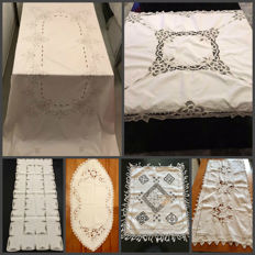 Big slick old hollow ivory and embroidery, a the embroidery and entirely hand done crochet tablecloth and 4 place mats embroidered in Richelieu