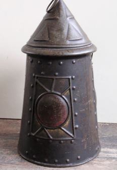Arts and crafts - 1911 - Huntley & Palmer - Biscuit Tin shaped like a lantern