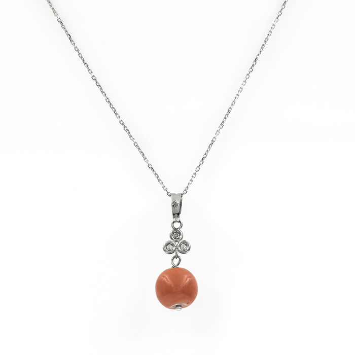 White gold, 750/1000 (18 kt) - Choker with pendant - 0.10 ct diamonds - Natural Pacific coral of 9.40 mm (approx.)