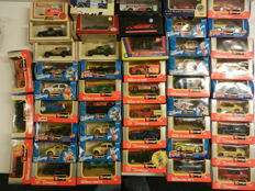 Bburago / Corgi - Scale 1/43 - Lot with 53 models: Fiat 500, Ferrari, Dodge Viper, Chevrolet Corvette, Porsche 924 and 928, Lamborghini, etc.