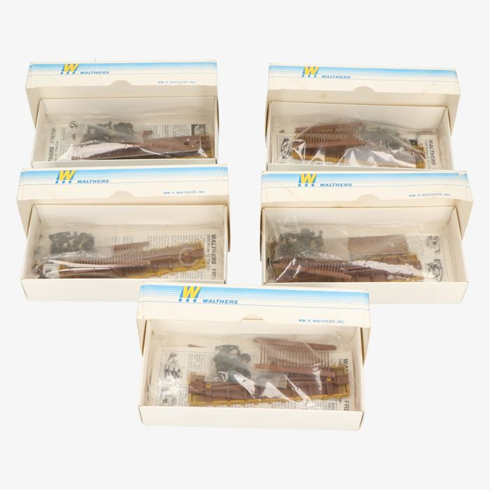 Walthers H0 - 932-2607  Set van 5 wagons van 42' Flat car w/stakes - Union Pacific Railroad