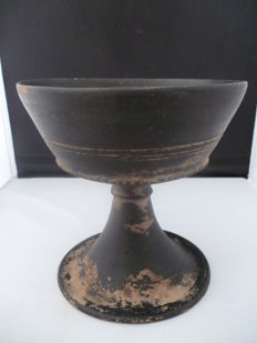 Etruscan pottery chalice on base so-called bucchero with a.o. wheel decoration - 160 mm