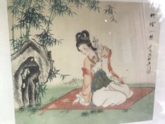 """Painting on silk signed and framed """"The Geisha in the garden"""" – China – early 20th century."""