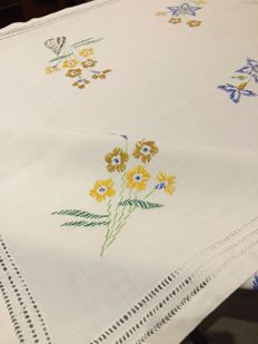 Tablecloth in pure cotton with stem stitch embroidery and peahole stitch inlays. Handmade - Italy