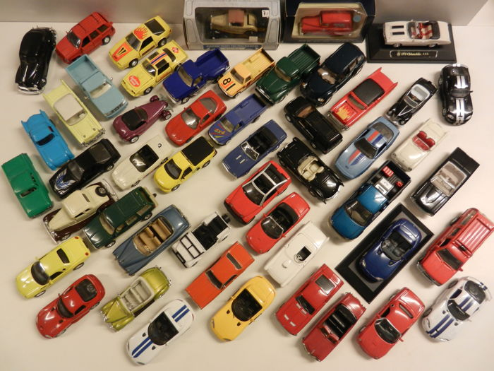 Various - Scale 1/43 - Lot with 56 models. Porsche, Jaguar, BMW, Chevrolet, Viper, Ford, Chrysler, Dodge, Plymouth, Oldsmobile etc, etc.