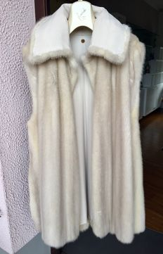 Sleeveless coat in valuable white, mink fur - Early 1990s