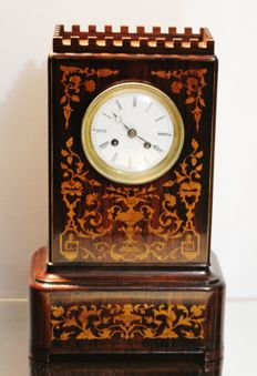 French clock from early 19th century, in good condition