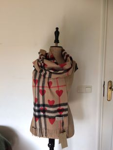 Exclusive-Burberry-Scarf-hearts-camel-100% cashmere