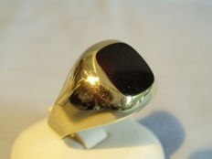 Antique gold men's ring with square black onyx-plated, made around 1945/50