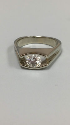 "One Lady's 18k White Gold Diamond Solitaire Ring Featuring AGL Certificate.""LOW RESERVED"""