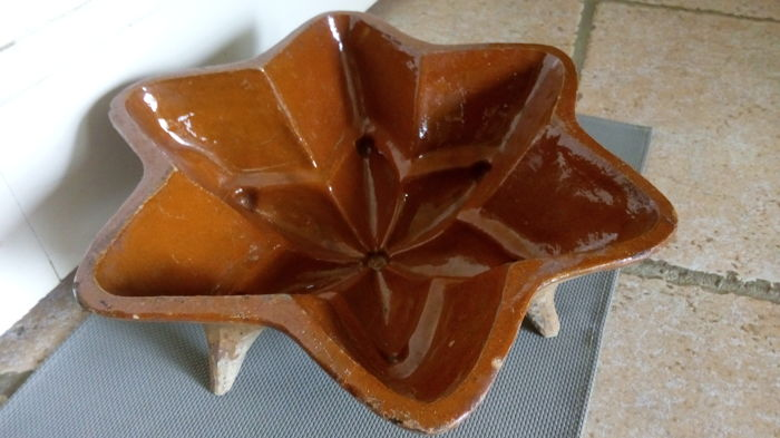 Authentic old Christmas cake tin - Star of the Nativity - glazed terracotta Alsace