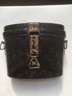 German bakeliet binoculars case and binoculars