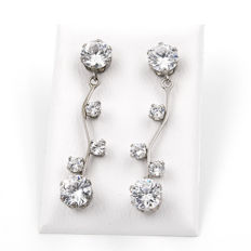 18 kt (.750) White Gold - Earrings - Earring height: 36.00 mm (approx.)