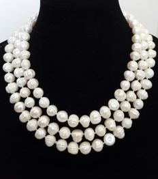 Long necklace composed of freshwater cultured pearls - Length: 148 cm - Pearls size 11 mm