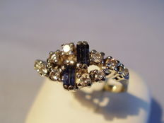 Antique 14 kt white gold ring with 2 blue natural baguette cut sapphires (0.60 ct) and 10 diamonds (0.60 ct)