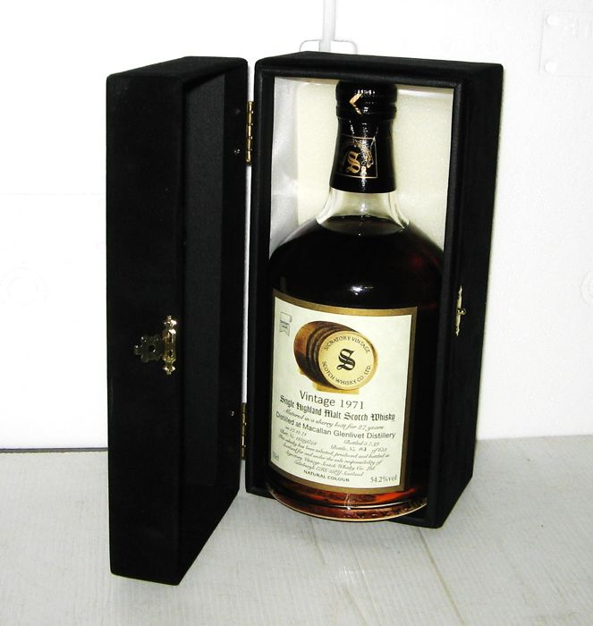 Macallan 1971 27 years old - Highland - 70cl - 54,2% - Signatory Vintage - in Satin box