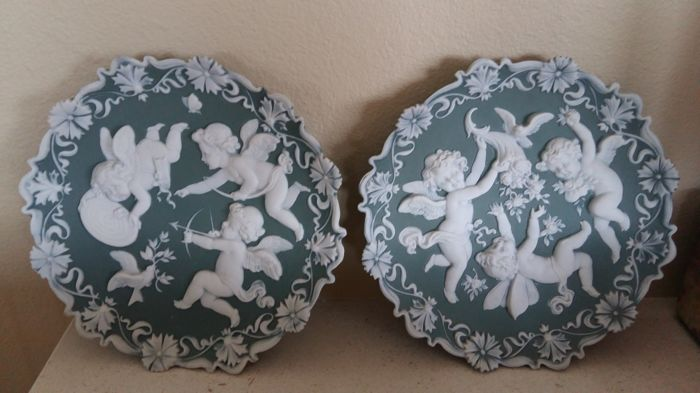 Pair of old decorative wall plates in porcelain biscuit - Rare