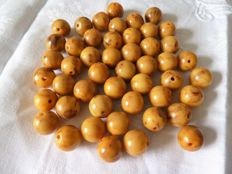 Lot 47 tested Mississippi mud coffee Bakelite beads to create a long necklace of at least 70 cm