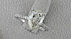 2.22 ct pear diamond ring made of 14 kt white gold - size 7