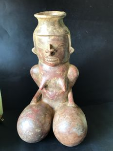 Ceramic pre-Columbian Female anthropomorphic container in knee. - 32 cm x 18 cm