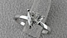 1.07 ct triangle diamond ring made of 14 kt white gold - size 6