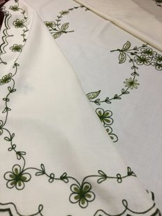 Linen tablecloth with floral embroidery in stem stitch - near new condition
