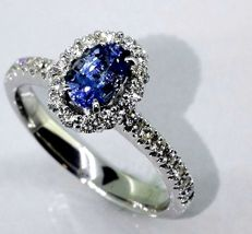 Diamond ring with exclusive sapphire of 1.00 ct & 32 diamonds of 0.50 ct in total