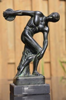 Beautiful bronze statue of a discus thrower