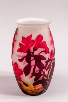 Muller Frères - Cameo glass vase with etched floral decor