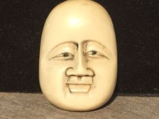 An antiqueivory mask Netsuke - Japan - approx. 1900-1920