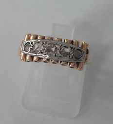 Gold women's ring set with old Antwerp cut diamond