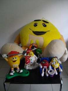 Lot of M&M objects