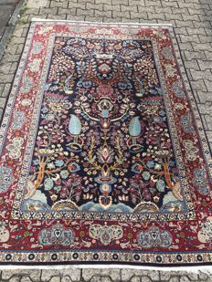 Persian! Oriental carpet! Dimensions 250 cm x 170 cm! Very valuable! Hand-knotted! Investment