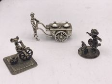 Old Dutch scene of 3 Dutch silver miniatures, i.a. J.P Niekerk Schoonhoven