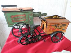 1 x English miniature bread wagon with tricycle and sandwiches + 1 x bread wagon English (wagon)