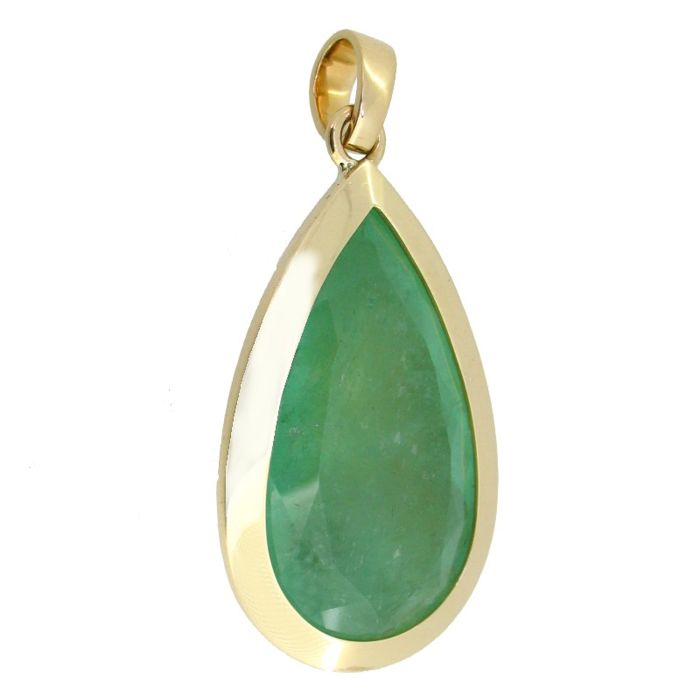 Exquisite pendant with Colombian emerald of 34.4 ct (certified)