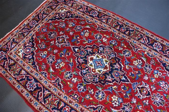 Hand-knotted original Persian carpet, oriental Kashan , approx. 158 x 101cm. In good condition, Iran